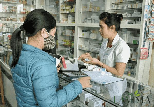 Dược sĩ tư vấn sử dụng thuốc Tây y chữa viêm phụ khoa