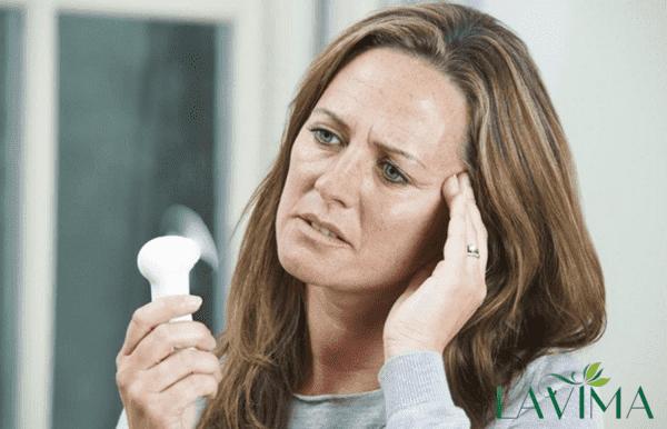 Ở thời kỳ mãn kinh, lượng estrogen giảm mạnh nên không ra khí hư