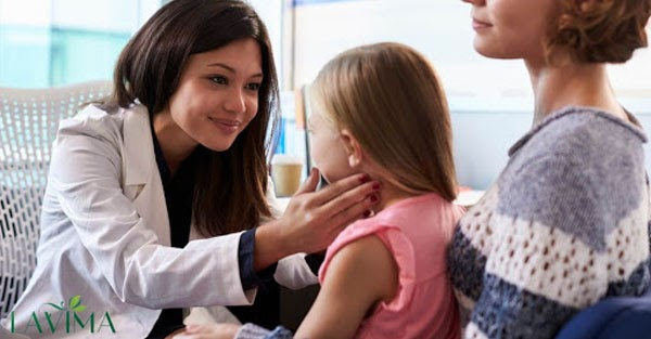 Mẹ chớ nên hốt hoảng khi trẻ bị đau rát vùng kín mà cần điều trị đúng cách